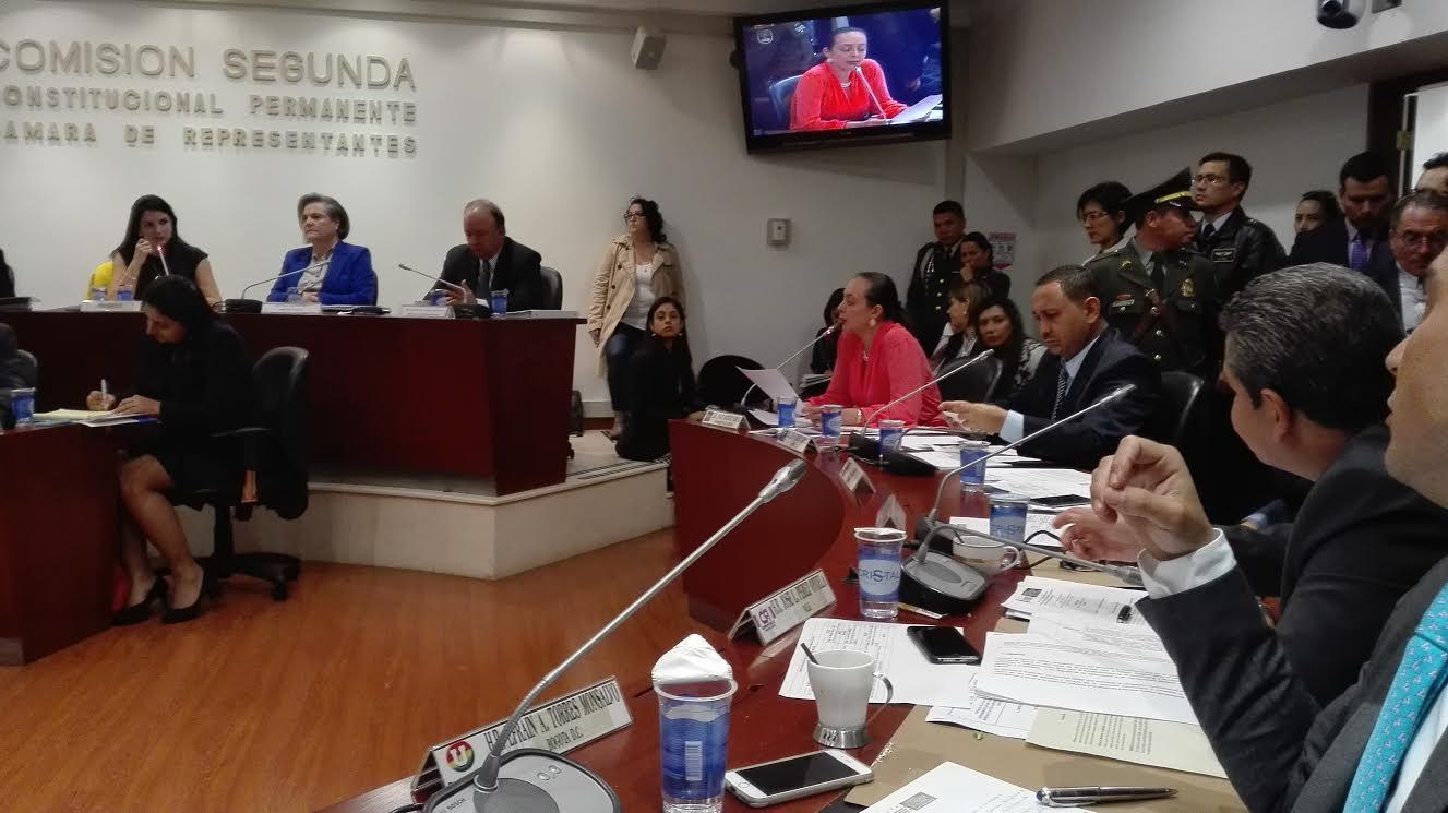Ana Paola Agudelo en debate con Mindefensa2