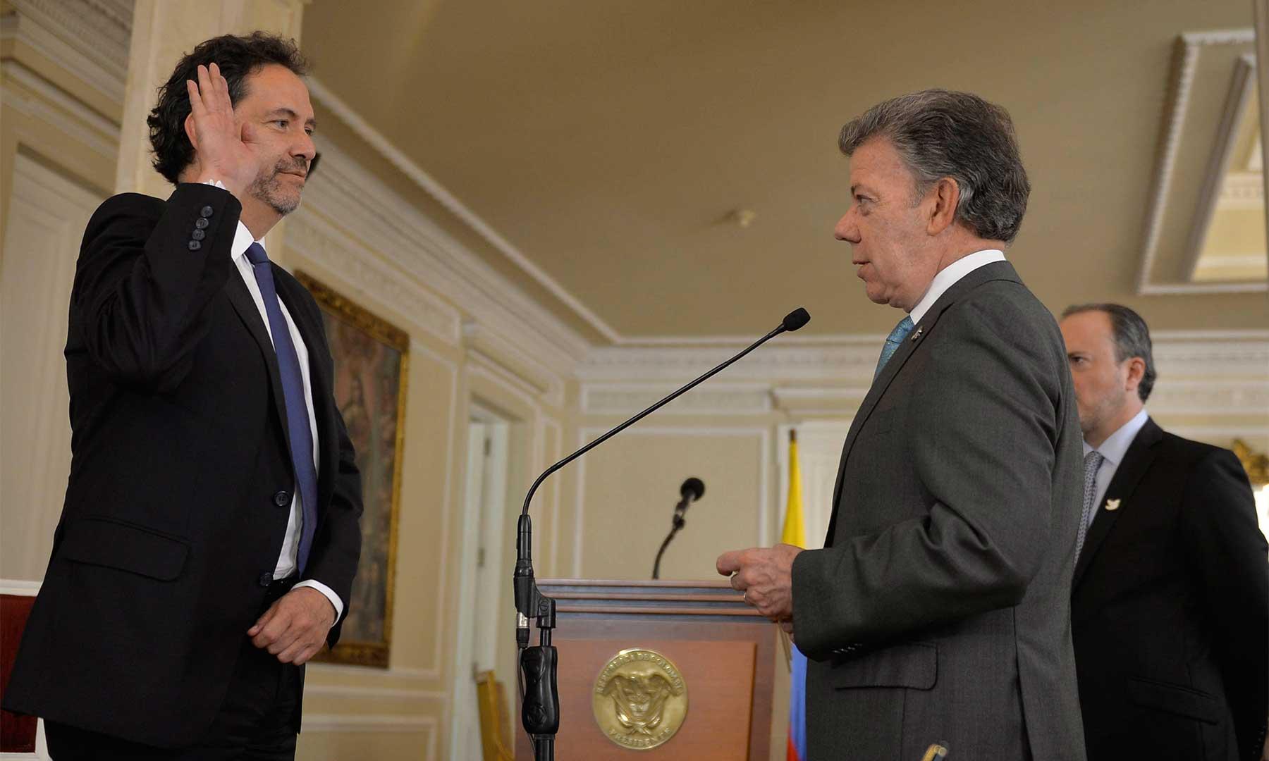 El Presidente Santos toma juramento a Camilo Granada como Alto Consejero Presidencial de Comunicaciones, quien establecerá una efectiva comunicación con los colombianos.