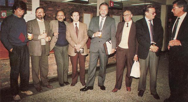 Nostalgia de hace 25 años en una feria del libro (de izquierda a derecha): Ricardo Rondón Ch., Jorge Consuegra, Amílkar Hernández, Fernando Soto Aparicio, Rogelio Echavarría, José Salgar y Carlos Sanchez Montoya. Foto: Cromos