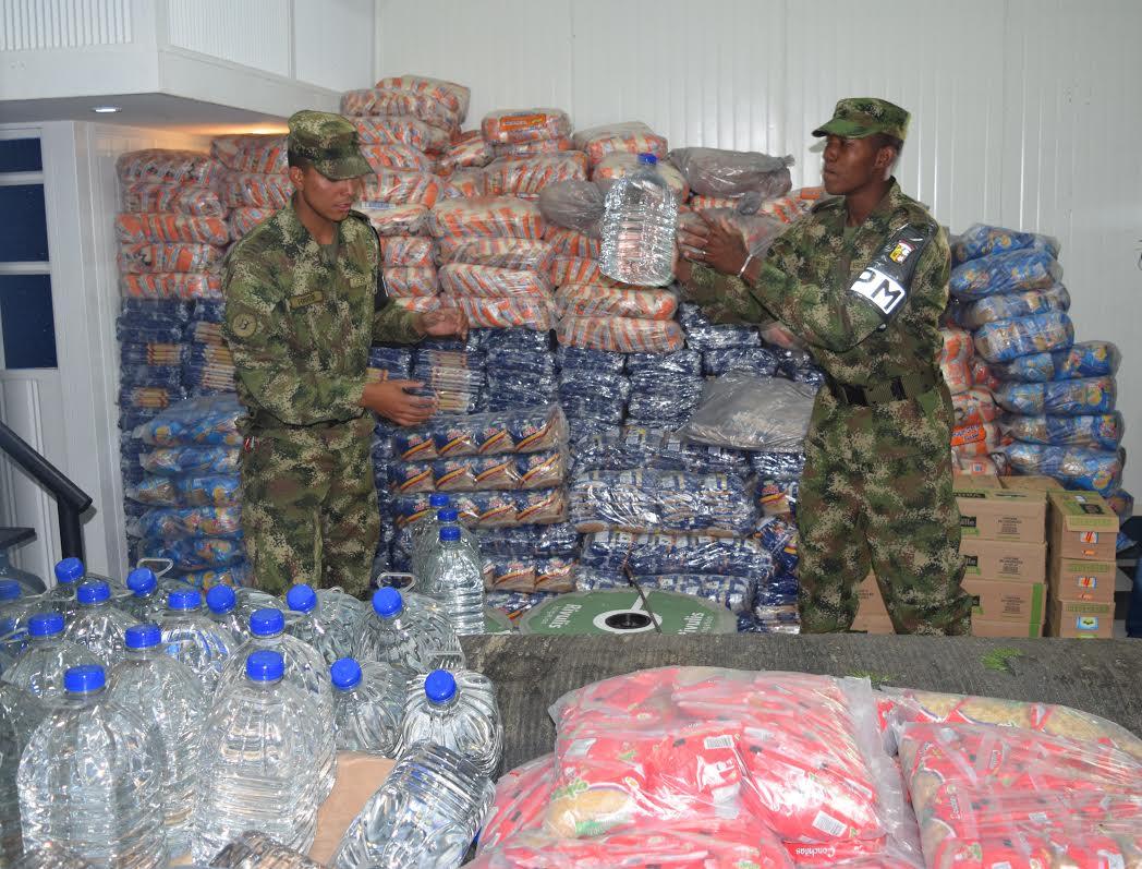 Ejército, Fuerza Aérea y los comerciantes de Corabastos se unieron por los damnificados del Ecuador