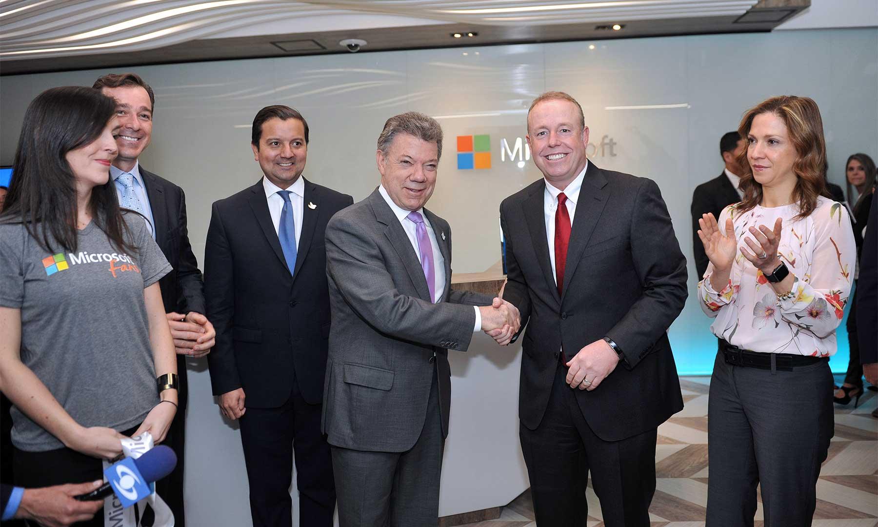 Inauguración de las oficinas de Microsoft en Colombia por parte del Presidente Santos, los ministros de TIC y Comercio y el vicepresidente mundial de operaciones de Microsoft, Kevin Turner, este martes en Bogotá.