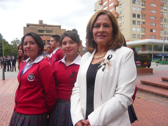 La licenciada Gladys Castro de Ramos, rectora del Colegio 'Fernando Soto Aparicio', en la localidad de Kennedy, en Bogotá. Foto: La Pluma & La Herida