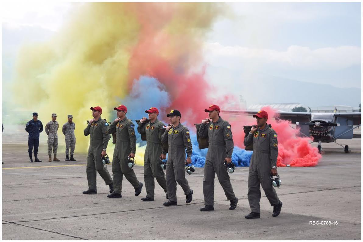 MILITARES CENTROAMERICANOS CUMPLEN EL SUEÑO DE VOLAR SOLOS EN COLOMBIA