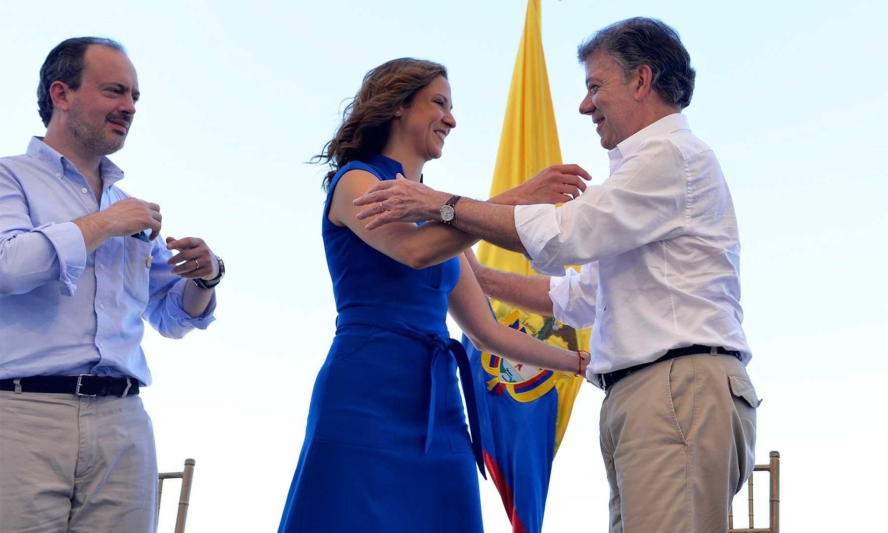 Como un reconocimiento a la mujer caribeña definió el Presidente Santos el acto de posesión fuera de la Casa de Nariño de la nueva Ministra de Comercio, María Claudia Lacauture en el Puerto de Santa Marta.