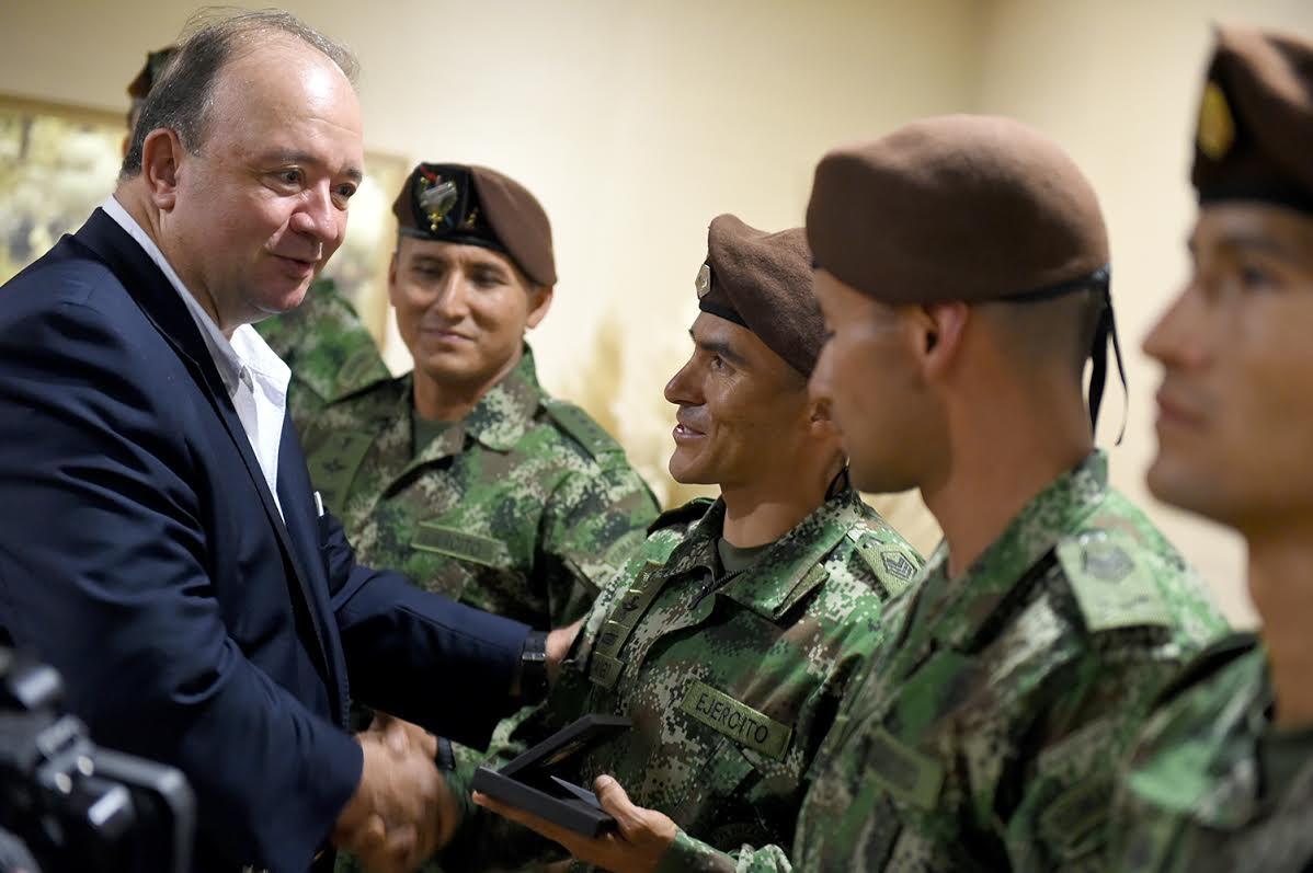 Mindefensa recibio equipo de fuerzas comando de las fuerzas militares de Colombia campeones en perú