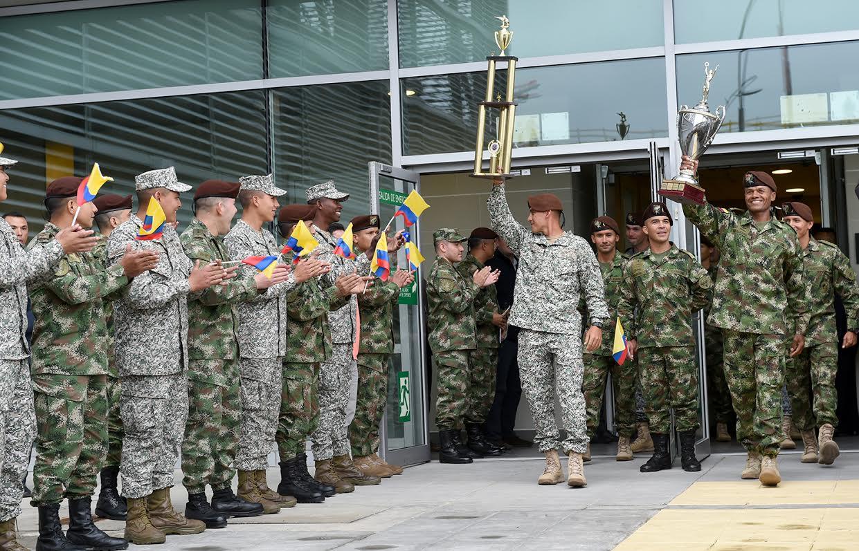 Mindefensa recibio equipo de fuerzas comando de las fuerzas militares de Colombia campeones en perú3