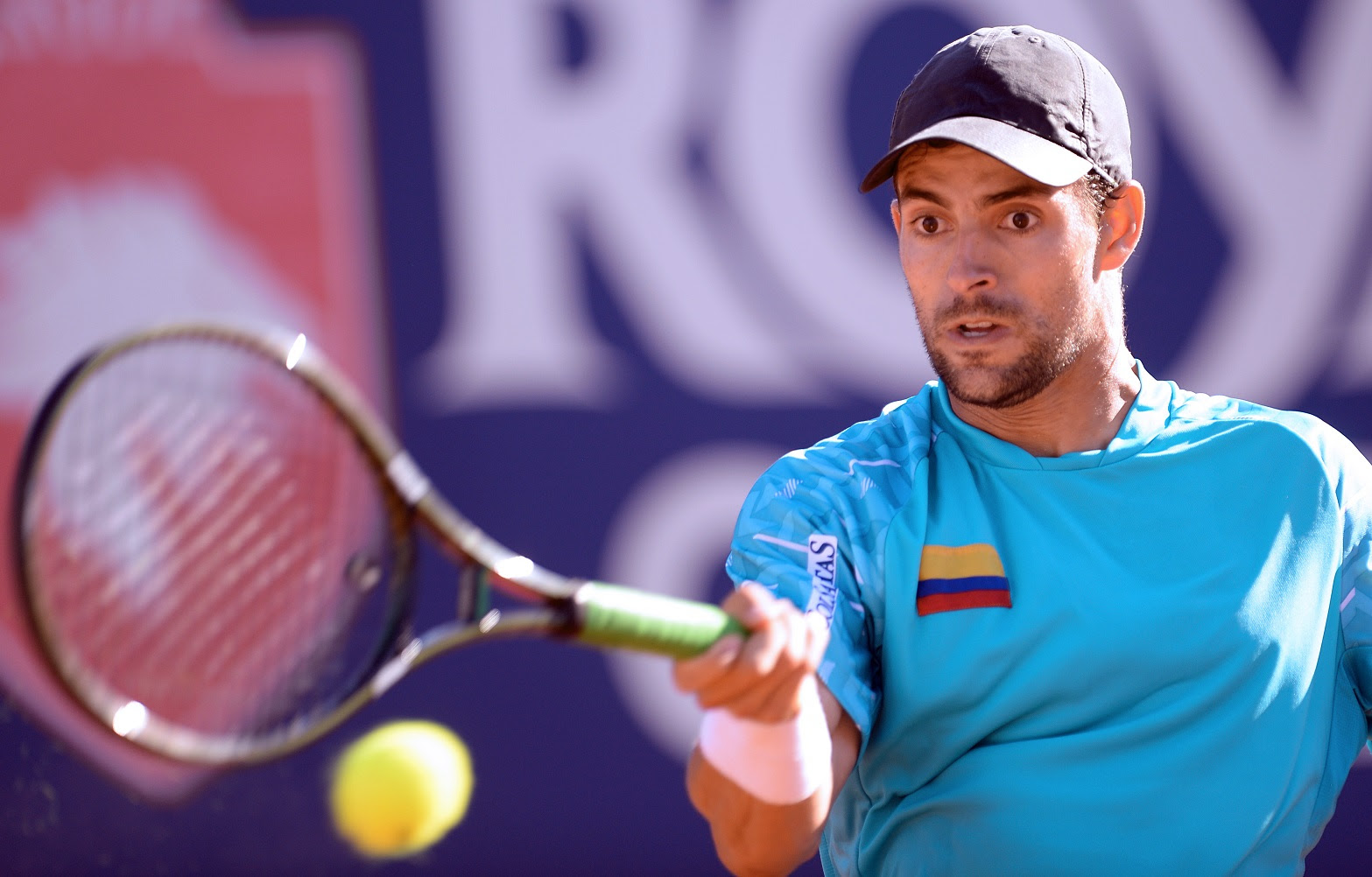 Colombia's player Santiago Giraldo returns the ball to Leonardo Mayer from Argentina during the Vina del Mar ATP tournament semifinal singles match, in Vina del Mar, about 120 km west of Santiago, on February 8, 2014. AFP PHOTO/MARTIN BERNETTI