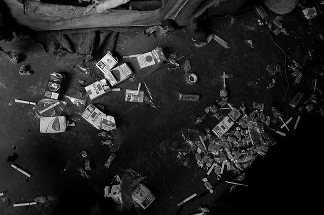 Detalle de los sopladeros, en medio de desperdicios y heces humanas y de animales. Foto: Cristian Garavito.