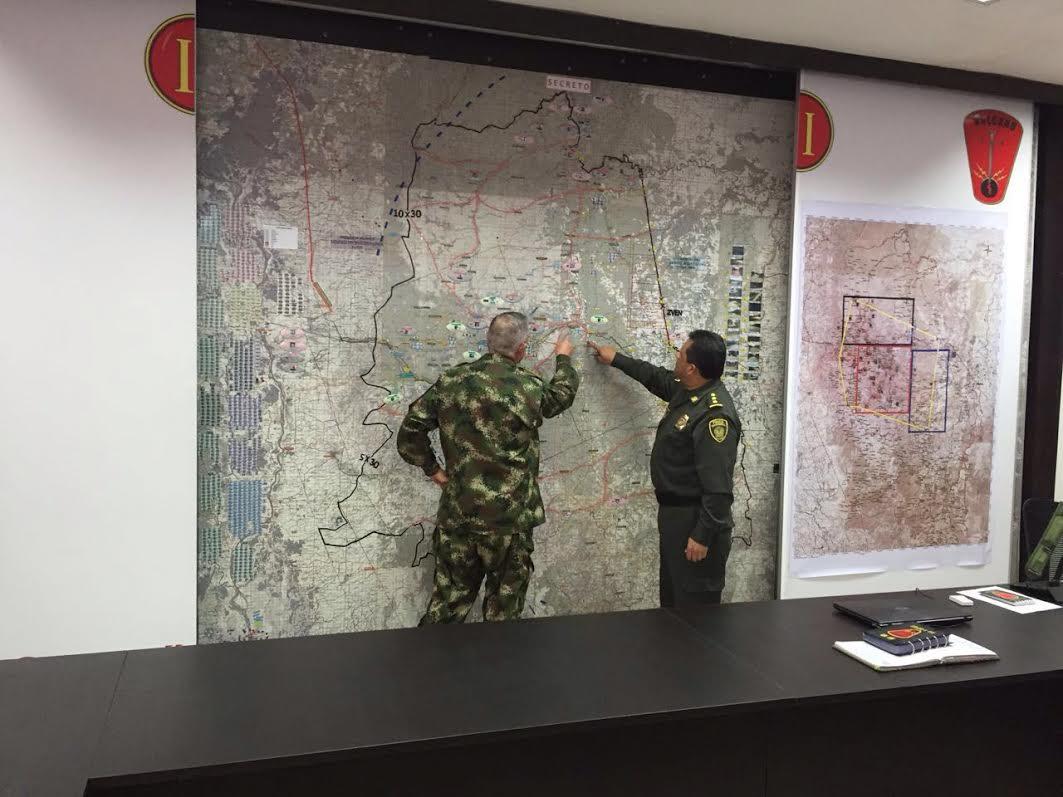 comandante del Ejército, general Alberto José Mejía Ferrero y el director de la Policía, general Jorge Hernando Nieto2