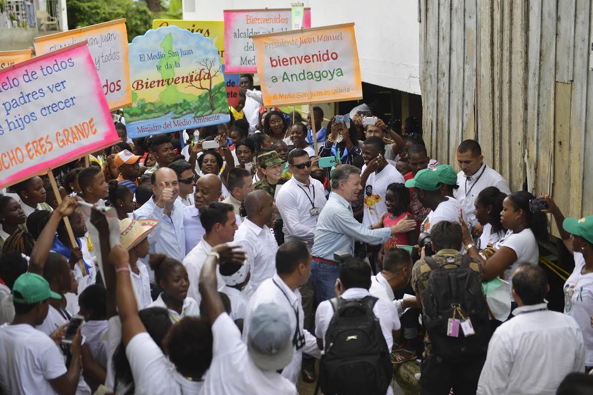 tenemos que combatir la minería criminal, reiteró el Jefe de Estado en Andagoya, Chocó, donde compartió con la comunidad y posesionó al nuevo Ministro de Ambiente, Luis Gilberto Murillo