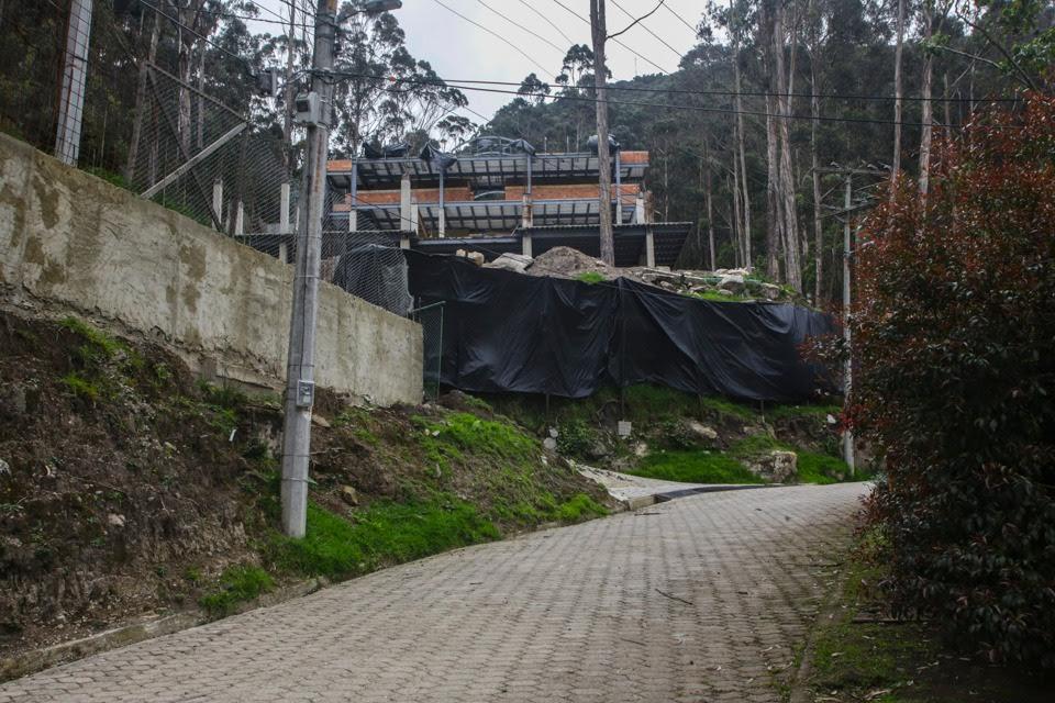 Alcalde Enrique Peñalosa pidió demoler las mansiones que arrasaron los cerros orientales