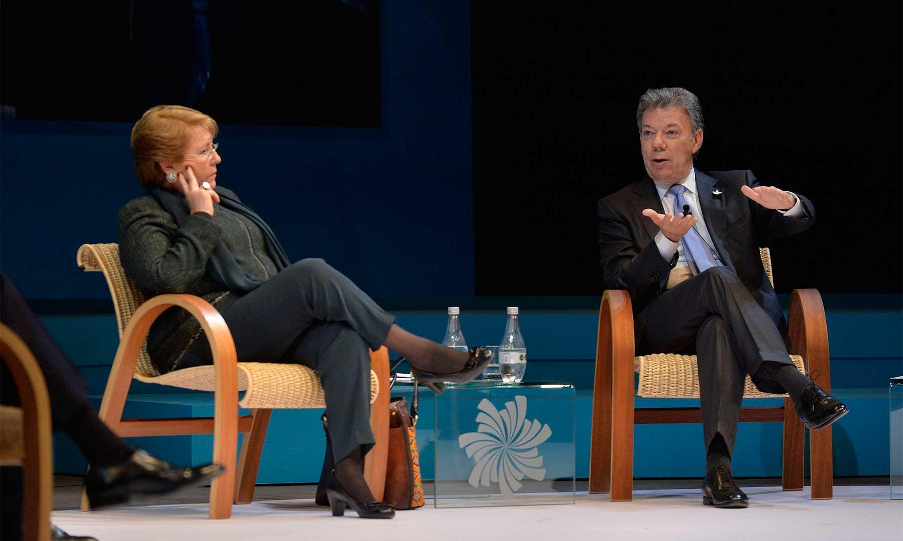 """""""Lo que vamos a tener son dividendos con la paz: el sector privado va a tener muchos beneficios, la democracia y las instituciones saldrán fortalecidas"""", dijo el Presidente Santos."""