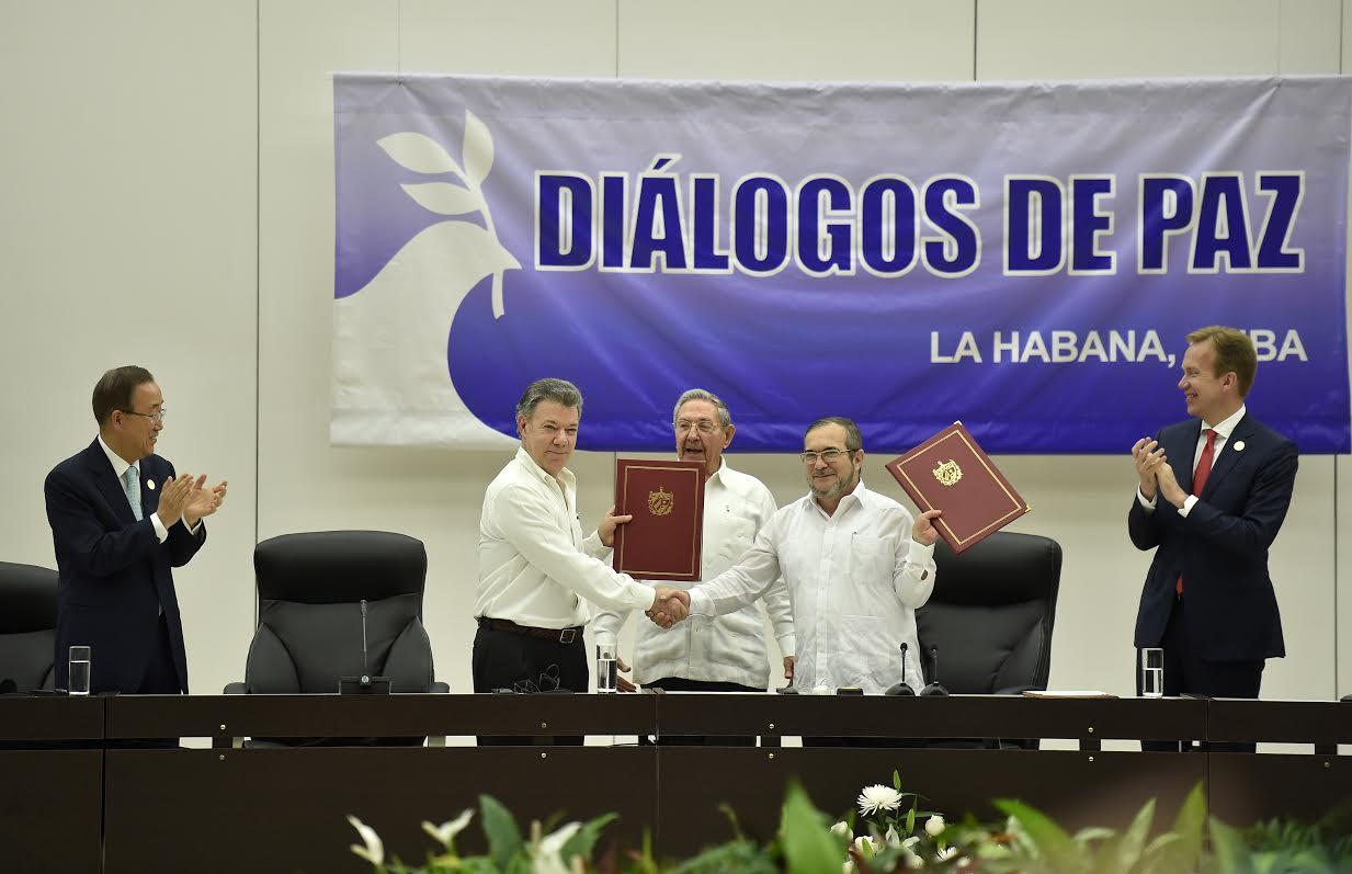 El Presidente de la República, Juan Manuel Santos Calderón, y Rodrigo Londoño Echeverri, jefe de las Farc2