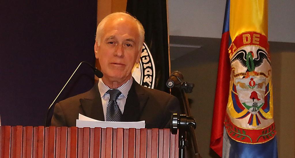 Gustavo Castro Caicedo, durante la presentación de su libro.