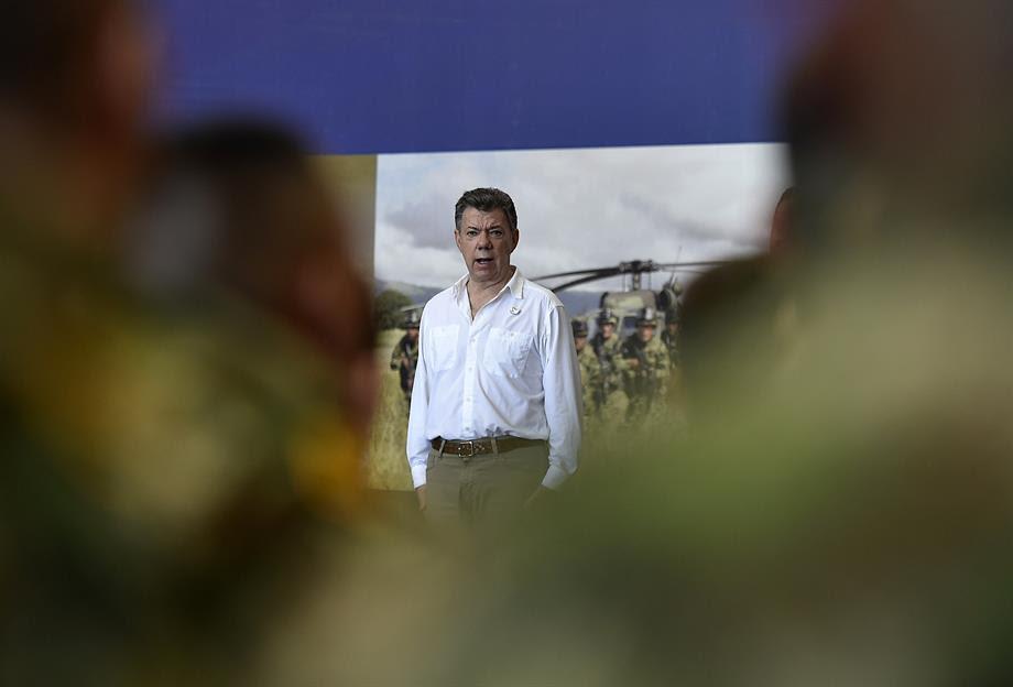 Santos durante saludo a los integrantes de las Fuerzas Armadas en el Fuerte Militar de Tolemaida,