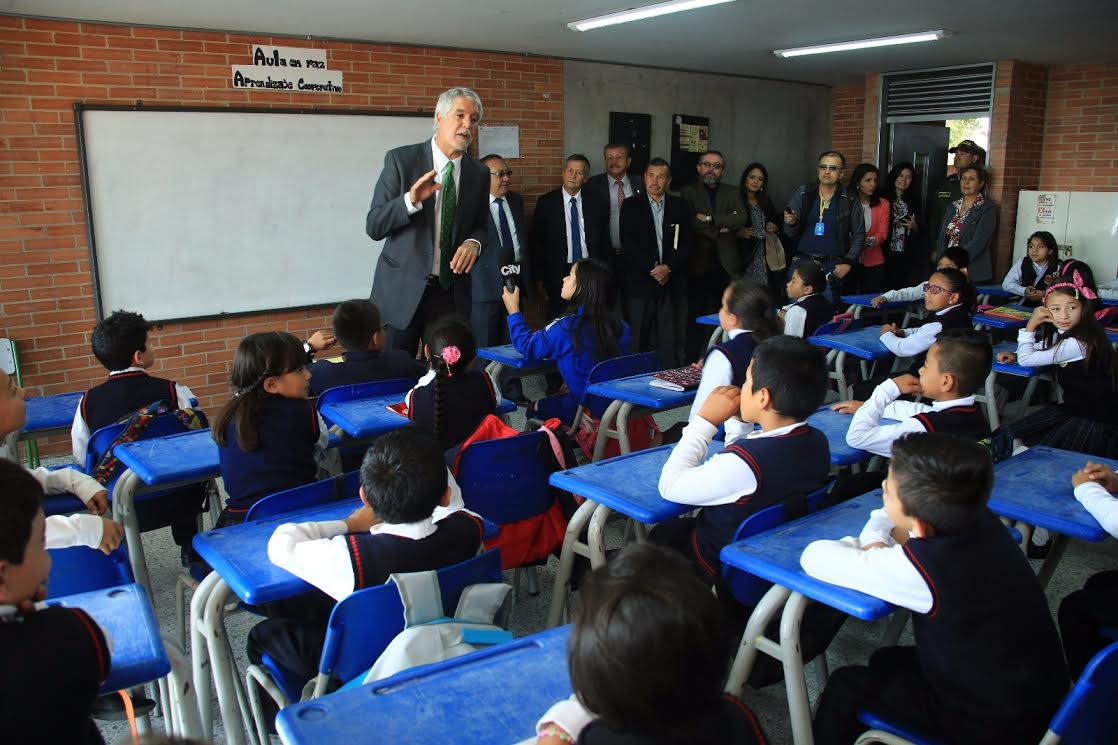 Apuesta de Peñalosa para combatir la violencia en los colegios