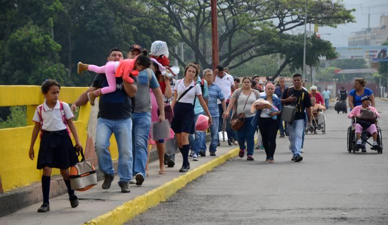 Autorizan el paso de venezolanos a Colombia