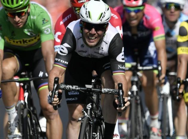 Cavendish alza los brazos en la sexta etapa del Tour
