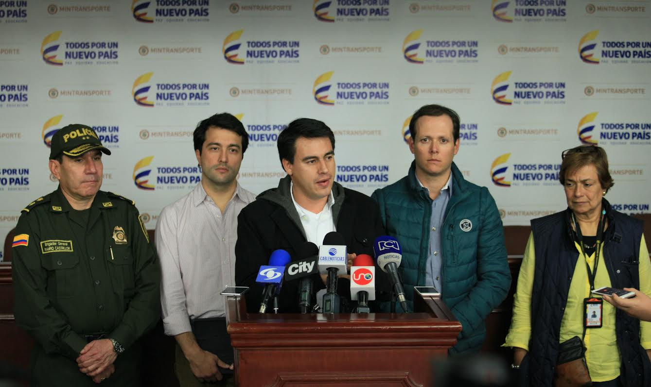Equipo de Mintransporte en cabeza del Ministro Jorje Eduardo Rojas