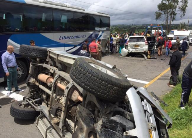 El gobernador sufrió un aparatoso accidente de tránsito cuando se dirigía de Tunja a la ciudad de Duitama.