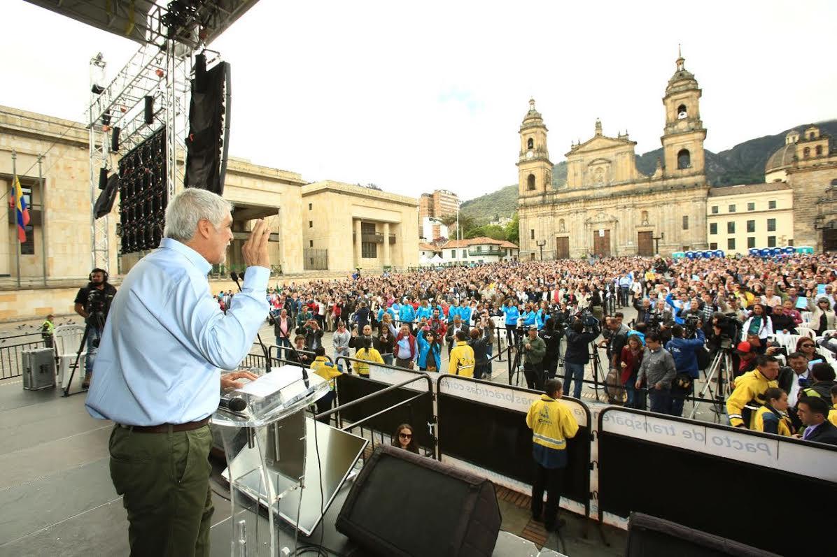 Peñalosa posesionó a más de 12.000 integrantes de las Juntas de Acción Comunal4