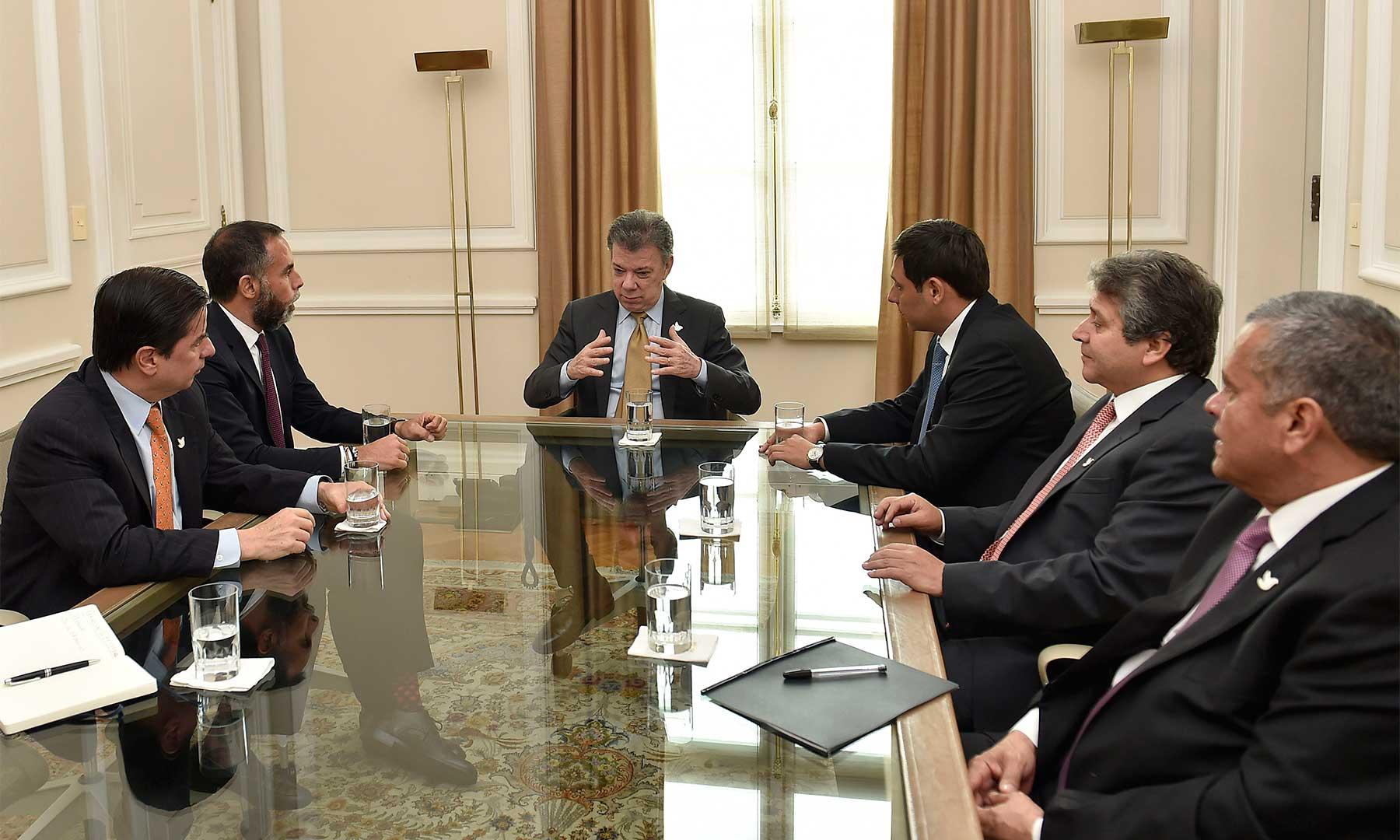 En reunión con el Presidente Santos, el presidente del Senado, Mauricio Lizcano, el senador Armando Benedetti y otros congresistas del Partido de la U ratificaron su apoyo a la implementación de los acuerdos de paz y la campaña del Sí en el plebiscito.