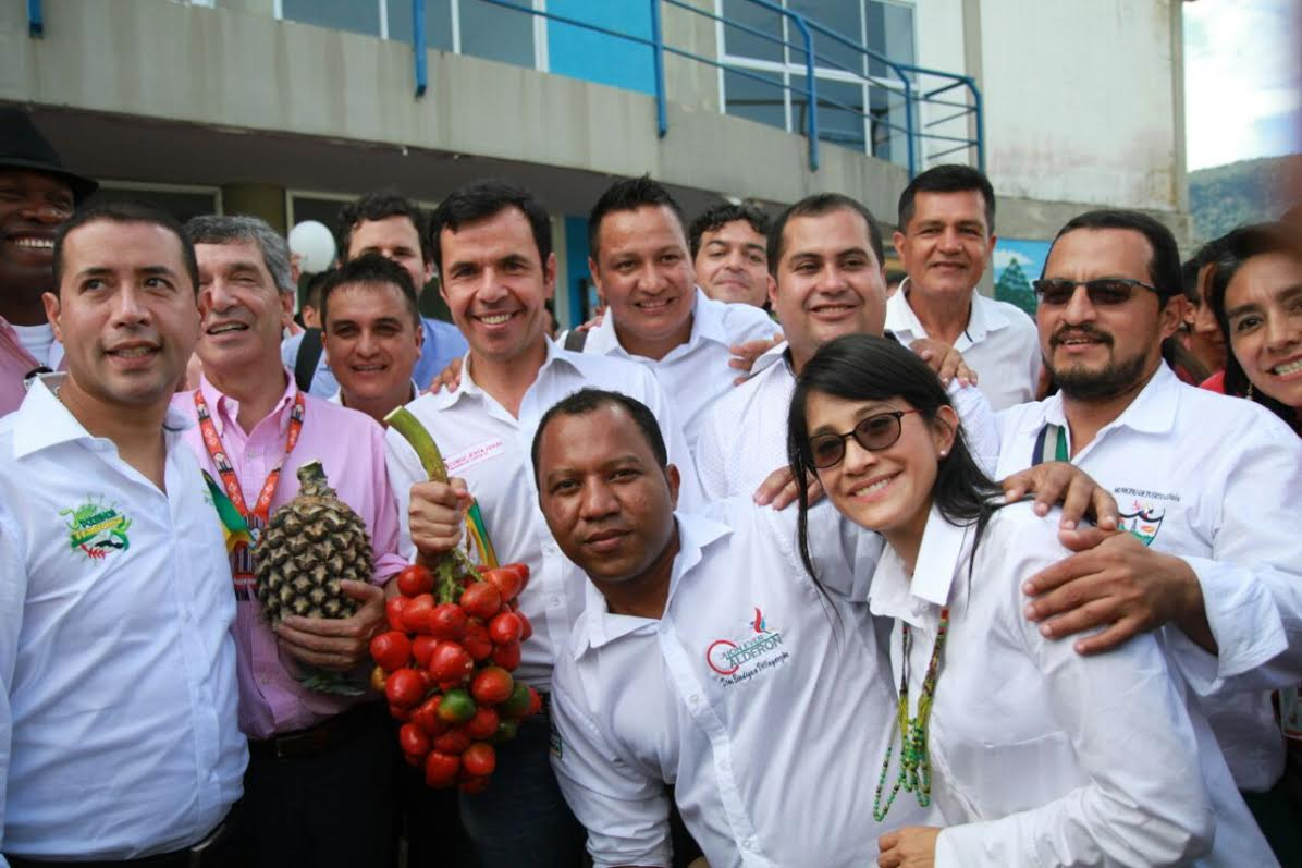 Cerca de 3 mil personas asistieron al conversatorio de paz que se realizó en Villagarzón, Putumayo, presidido por el ministro del Interior (e), Guillermo Rivera, junto con el alto consejero para el Posconflicto, Rafael Pardo.