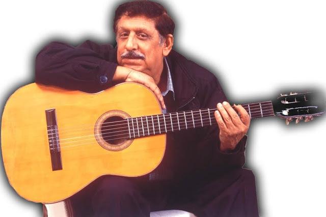 El juglar y su inagotable inspiración, cuando no con el tiple, con su compañera, la guitarra. Foto: Archivo particular