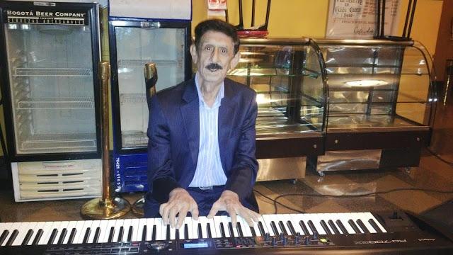 En su novelesca trayectoria, Rodrigo Silva Ramos aprendió a tocar por su cuenta una veintena de instrumentos. Foto: La Pluma & La Herida
