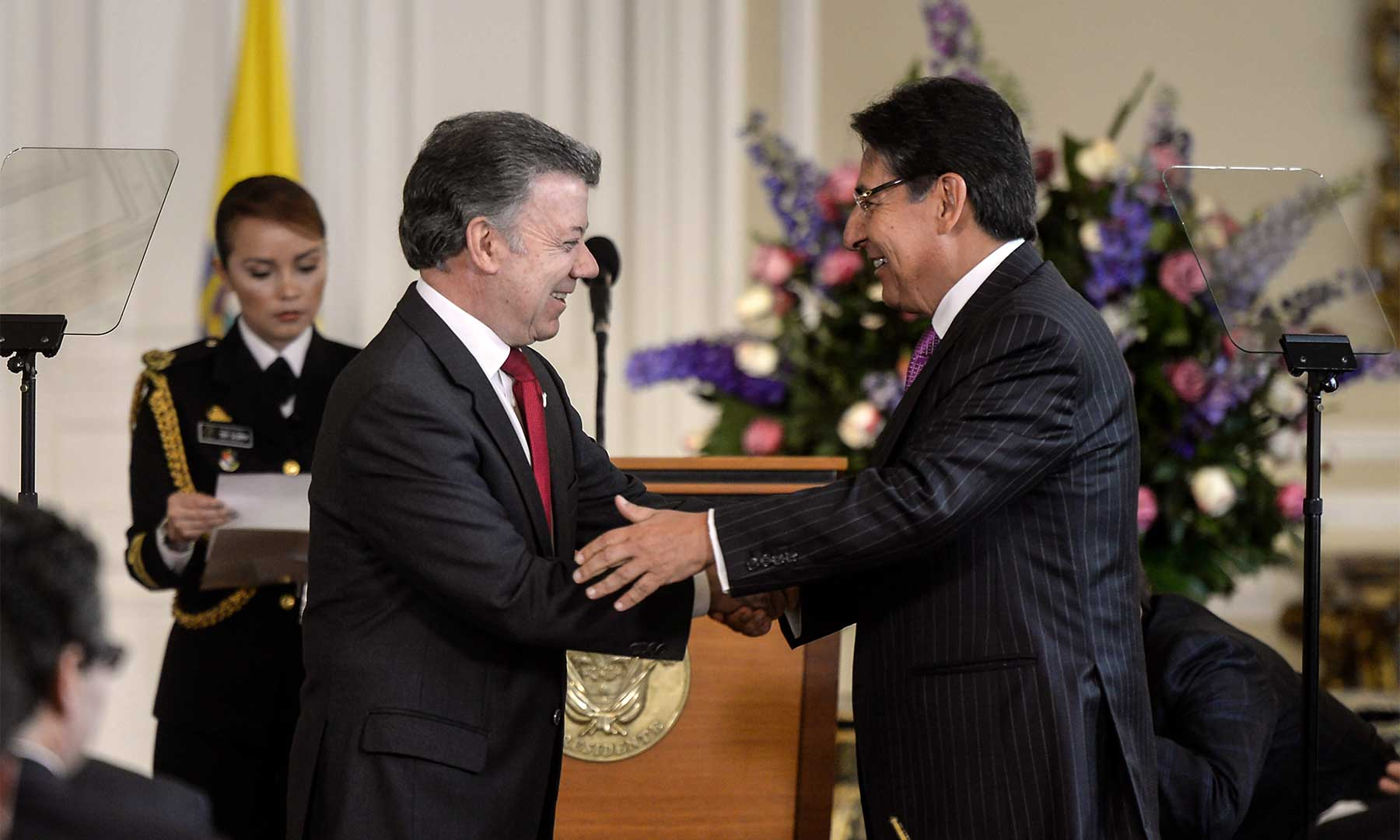 Al posesionar al Fiscal General de la Nación, Néstor Humberto Martínez, el Presidente Santos le solicitó investigar exhaustivamente los casos emblemáticos de corrupción en el país.