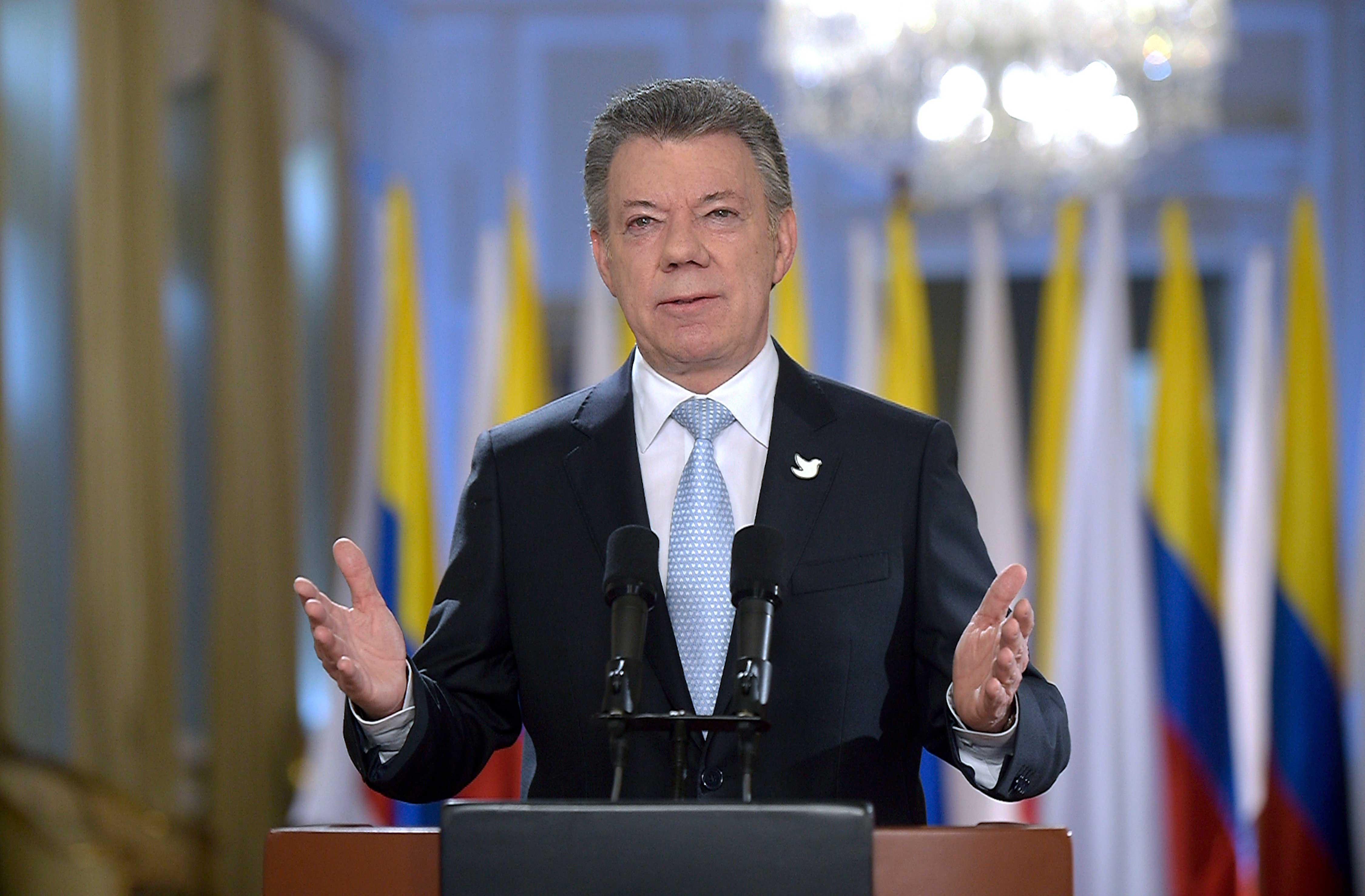 """""""La decisión, colombianos, está en sus manos, nunca antes nuestros ciudadanos habían tenido a su alcance, como ahora, la llave del futuro. ¡Abramos esa puerta! ¡Abramos la puerta del mañana!"""", exhortó el Presidente a la Nación."""