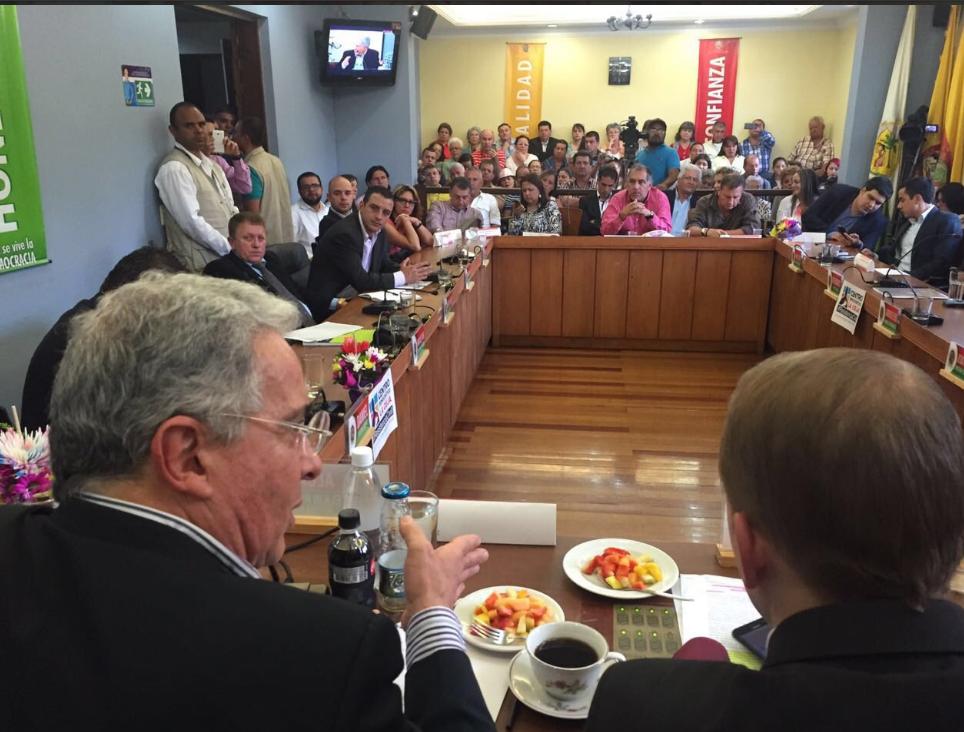 Alvaro Uribe con Concejales de Rionegro