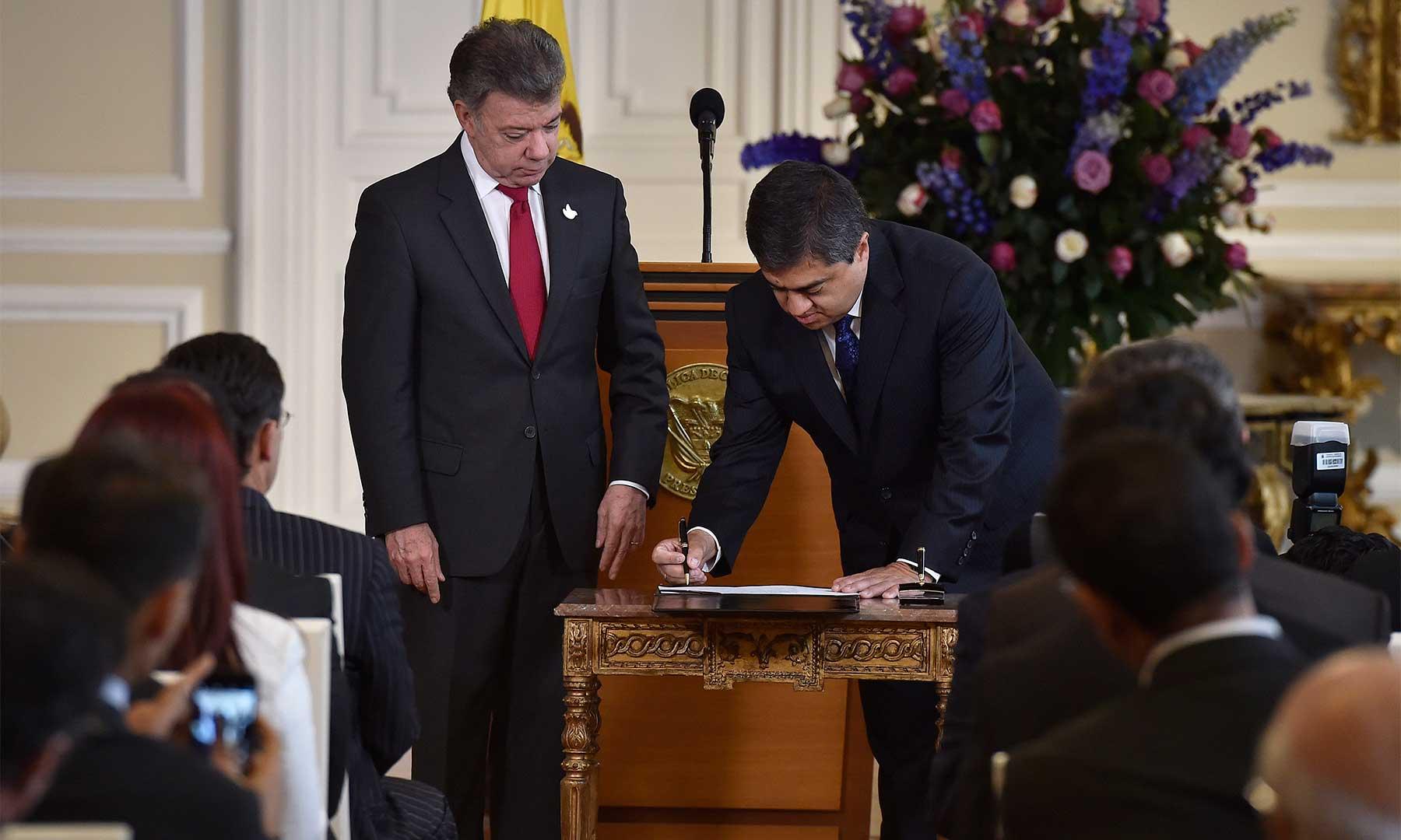Ante el Presidente Santos se posesionó Óscar Darío Amaya Navas como nuevo magistrado de la Sala de Consulta y Servicio Civil del Consejo de Estado.