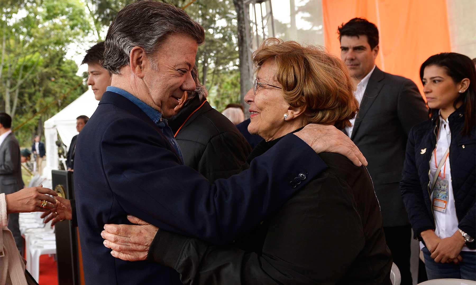 Doña Nydia Quintero de Balcázar, hasta este domingo directora de la Fundación Solidaridad por Colombia, le agradeció al Presidente Juan Manuel Santos su trabajo denodado por alcanzar la paz de Colombia.