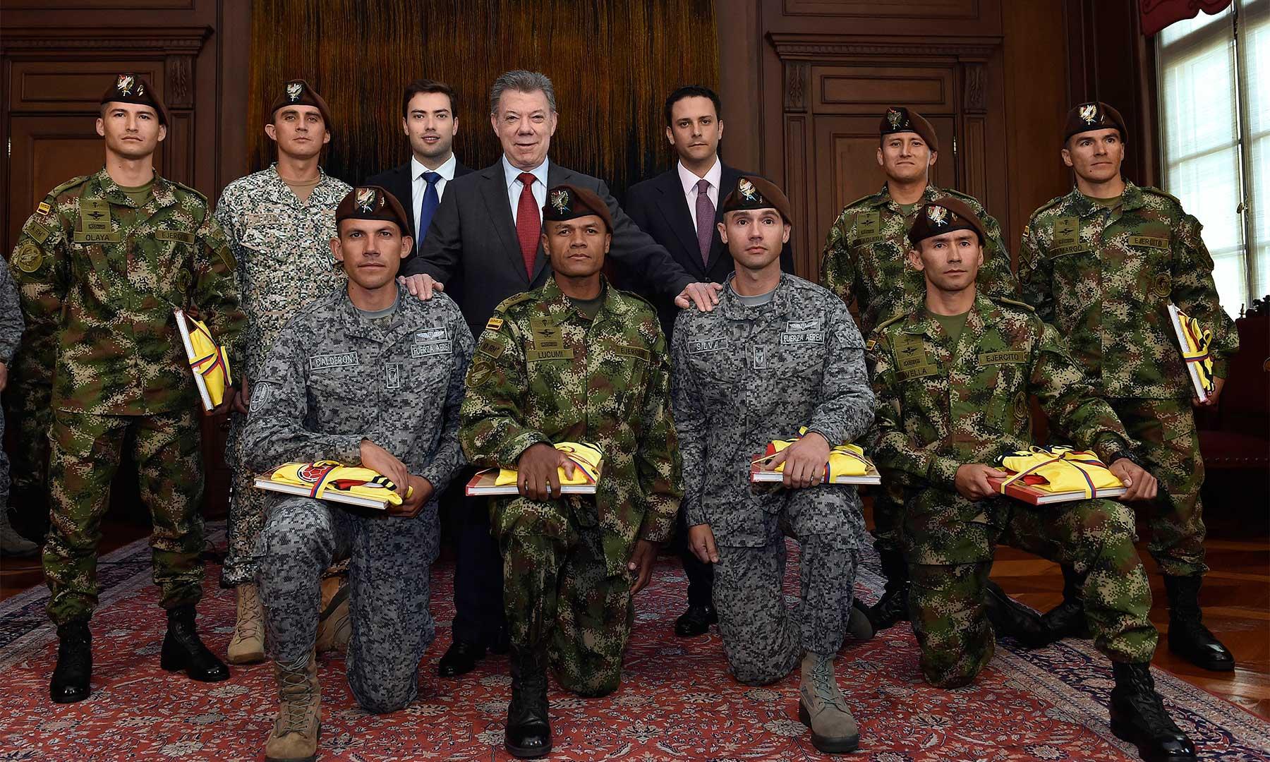 El Presidente Juan Manuel Santos rindió homenaje al equipo de las Fuerzas Militares de Colombia que ganó las competencias de 'Fuerzas Comando 2016', realizadas en Ancón (Perú).