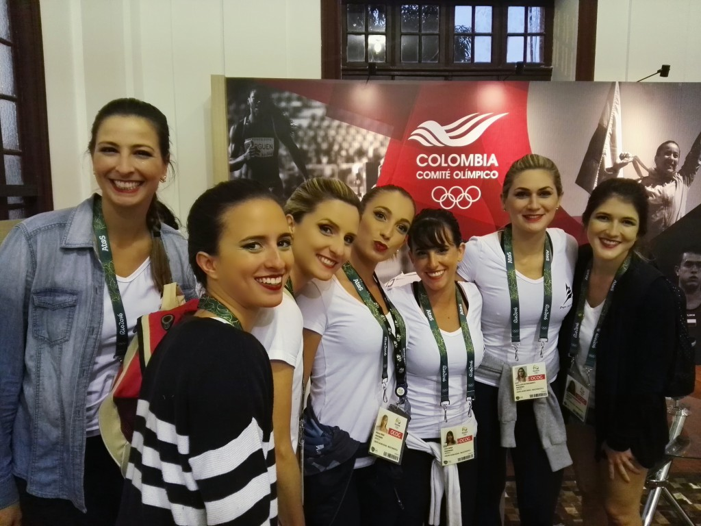Equipo de gimnasia rítmica de Brasil, visita casa Colombia.