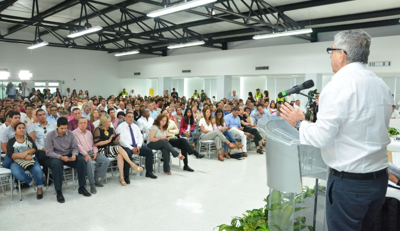 Gaviria reta a Uribe a un debate público sobre el plebiscito3