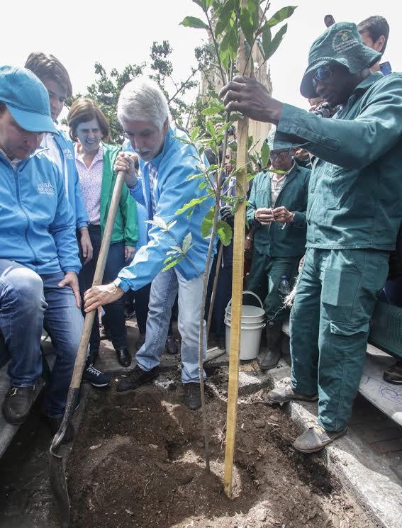 Más de 10.000 ciudadanos limpiaron y recuperaron el espacio público de Bogotá7