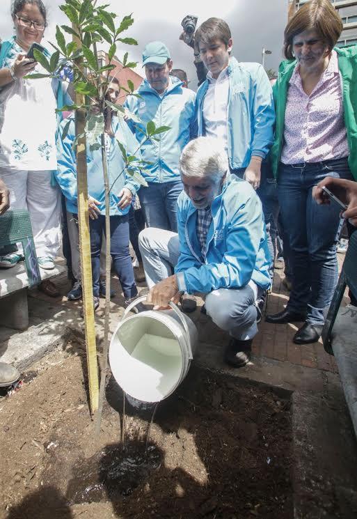 Más de 10.000 ciudadanos limpiaron y recuperaron el espacio público de Bogotá8