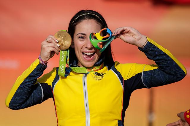 Mariana Pajón, con su segunda medalla olímpica de oro, en el BMX