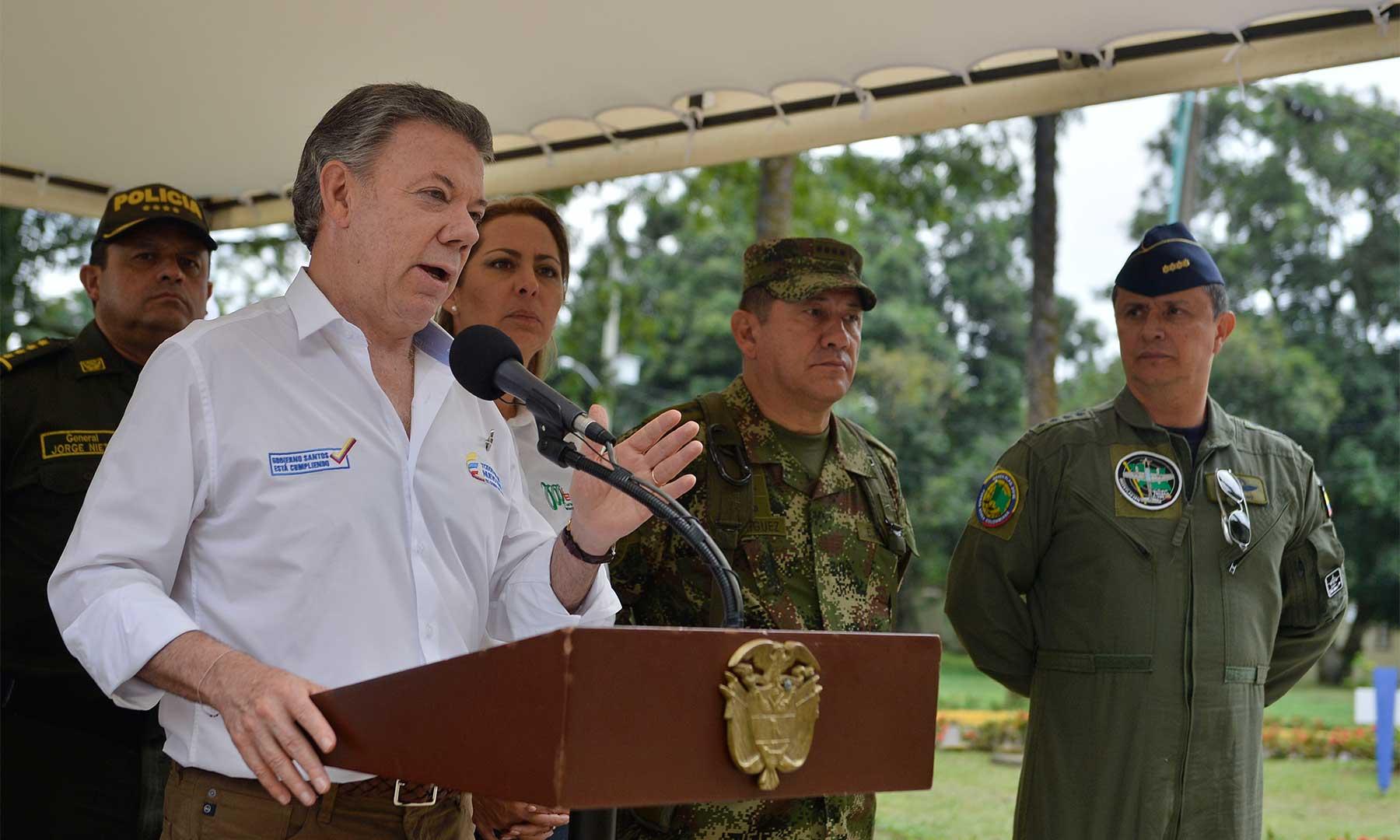 """El Presidente Juan Manuel Santos calificó como una muy buena noticia la firma de los protocolos y anexos del acuerdo sobre """"Cese al Fuego y de Hostilidades Bilateral y Definitivo y Dejación de las Armas"""" entre el Gobierno y las Farc."""