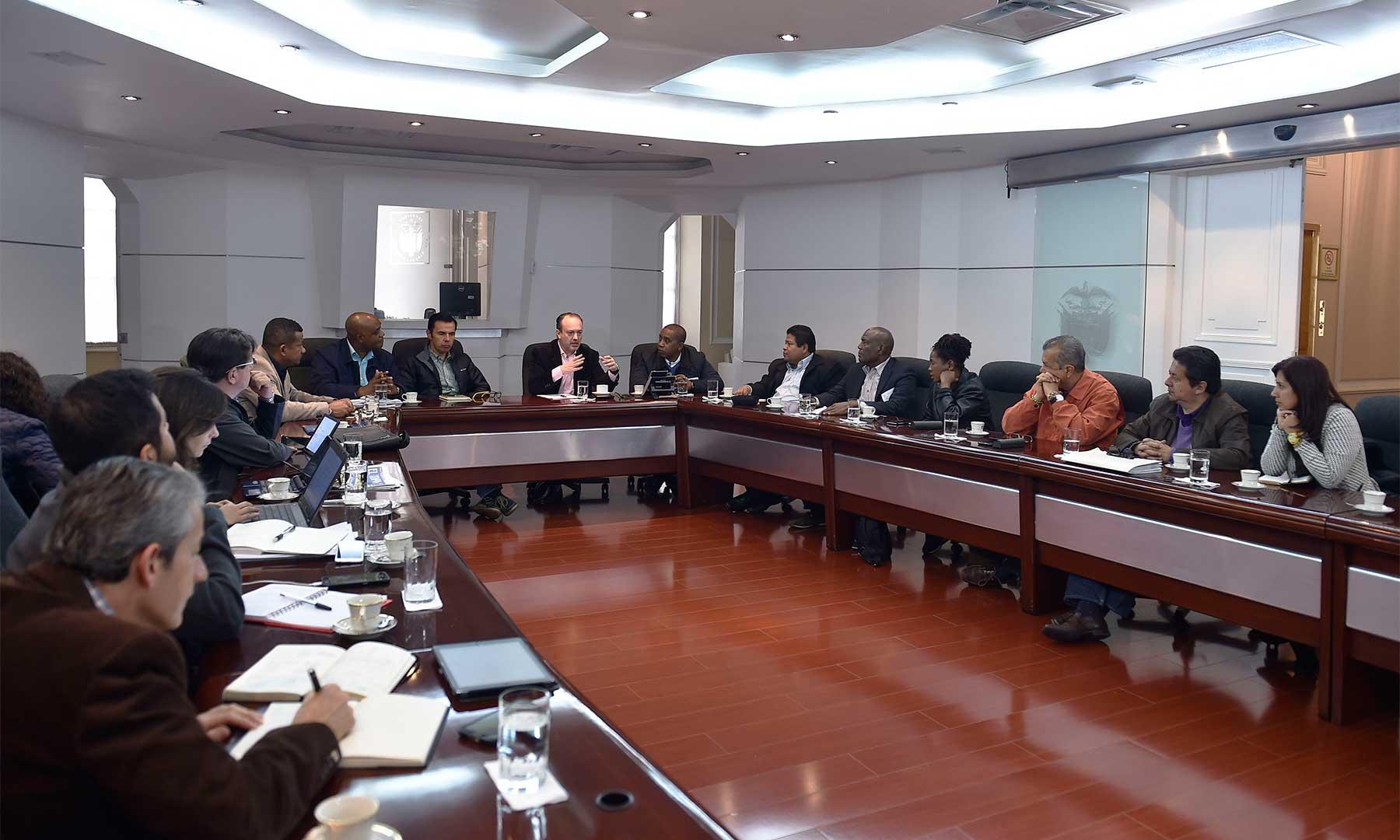 Avanza este domingo la reunión de la Mesa de Trabajo por el Chocó, liderada por el Secretario General de la Presidencia. Participan los Ministros de Ambiente e Interior (e), otros altos funcionarios, el gobernador del Chocó y el Alcalde de Quibdó.