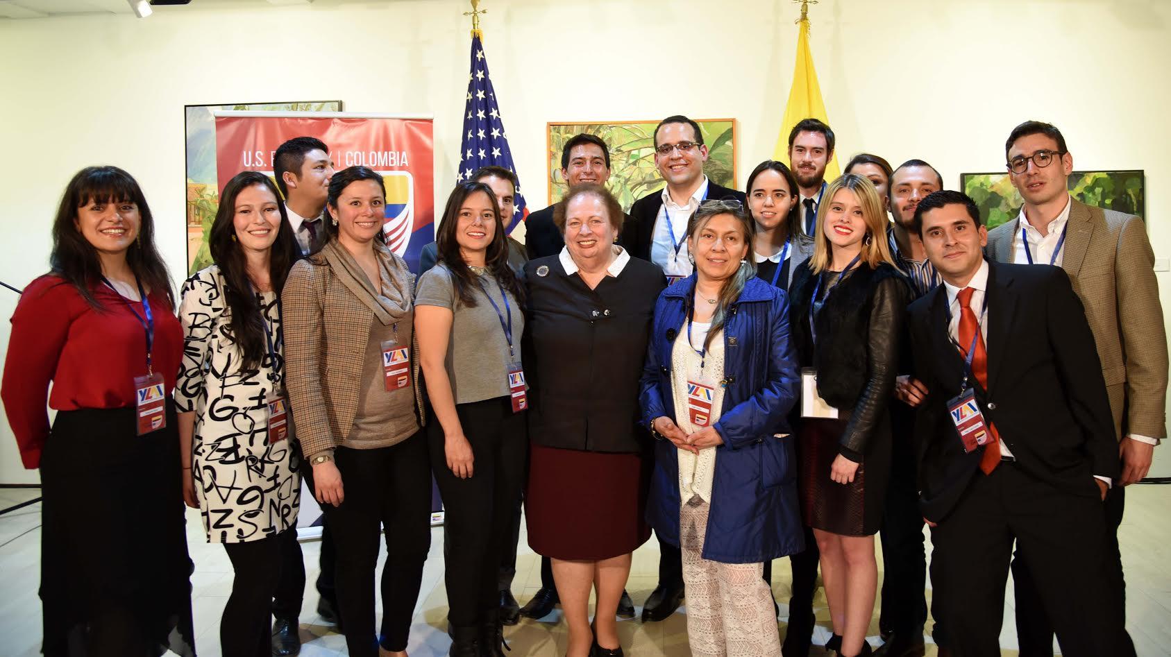 Subsecretaria de Estado Adjunta Interina de la Oficina de Asuntos del Hemisferio Occidental Mari Carmen Aponte2