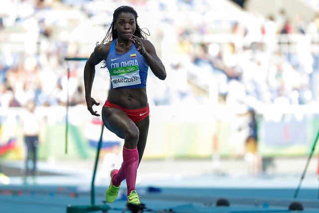 Caterine Ibargüen se despide luego de exitoso estreno en el salto triple, del atletismo de Río 2016.