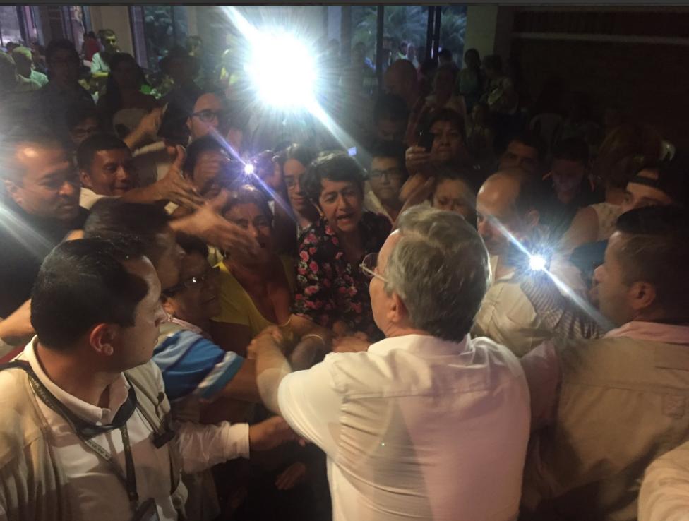 Alvaro Uribe hace campaña por el no en Cartago