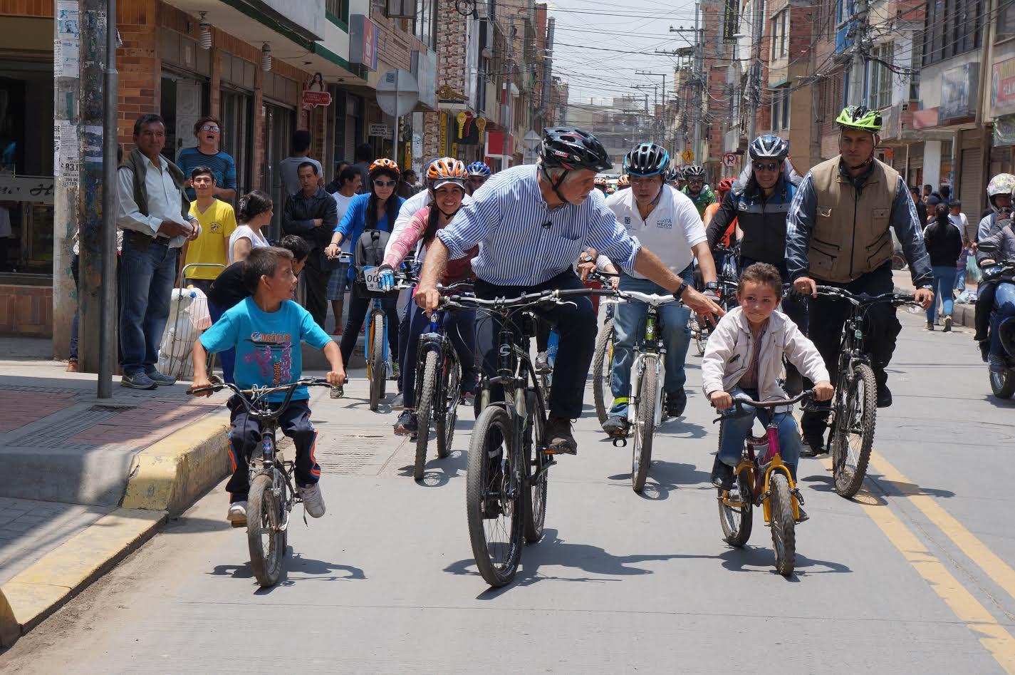 bogota-tendra-apoyo-internacional-para-construir-una-nueva-autopista-para-bicicletas-4