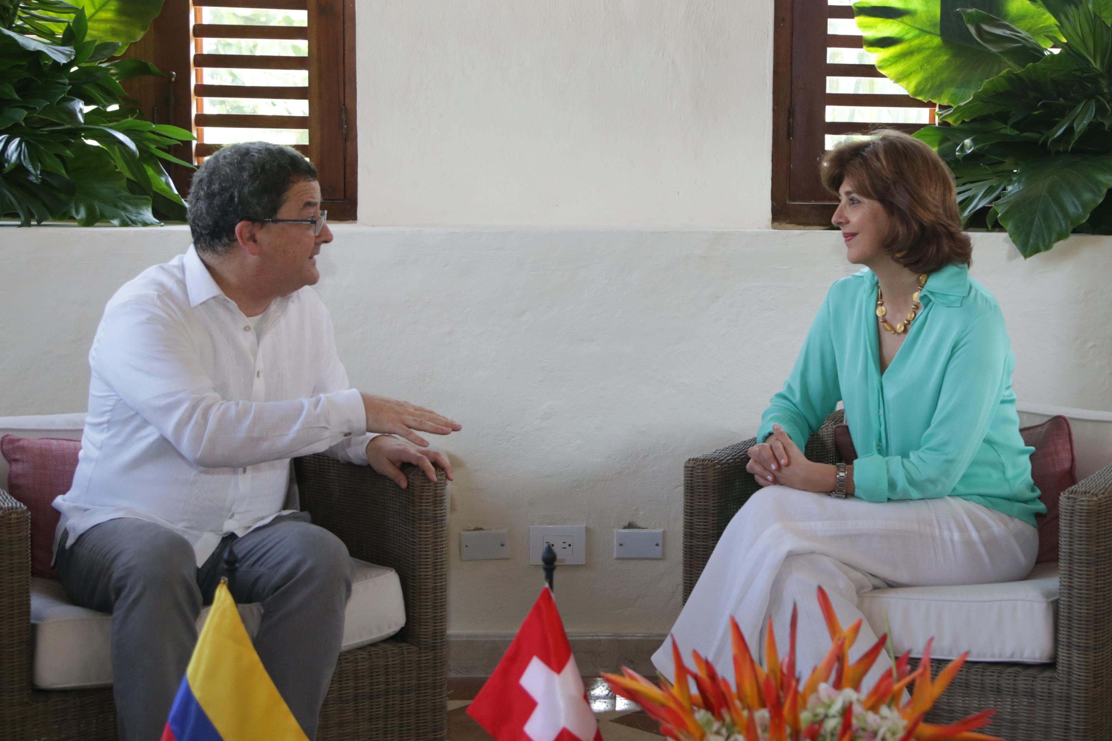 Canciller María Ángela Holguín, en Cartagena, continuó este martes 27 de septiembre, con una reunión con el Secretario de Estado del Departamento Federal de Asuntos Exteriores de Suiza, Yves Rossier.
