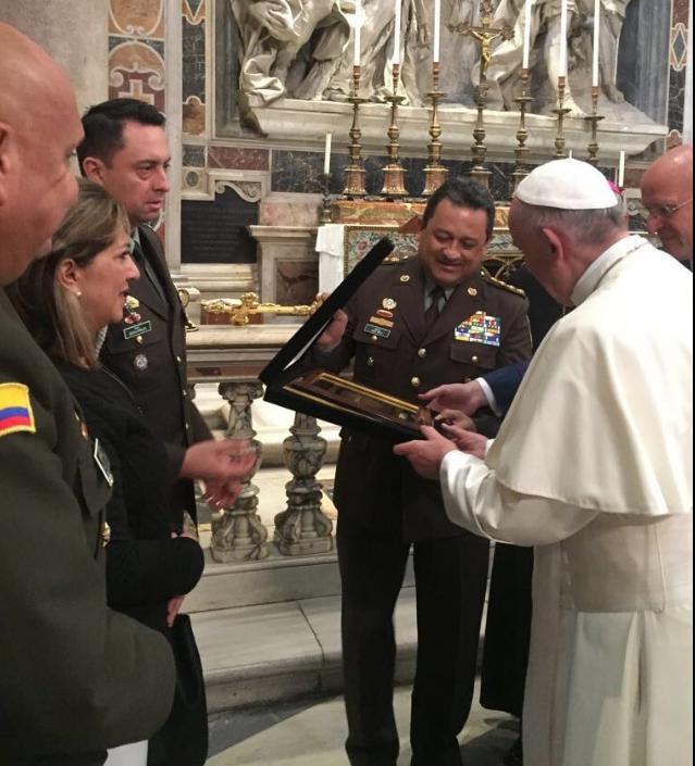 dia-historico-para-la-policia-saludamos-a-s-s-papa-francisco-y-oramos-por-reconciliacion-y-policias-de-colombia