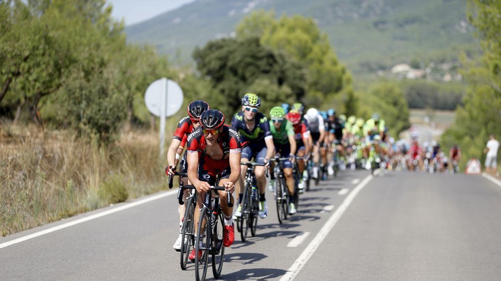 el-peloton-durante-la-etapa-17-de-la-vuelta-a-espana-2016