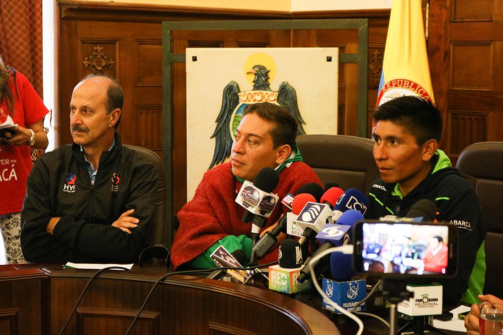 Jorge Ovidio González, gerente General de la Fedeciclismo; Carlos Andrés Amaya, Gobernador de Boyacá, y Nairo Quintana.